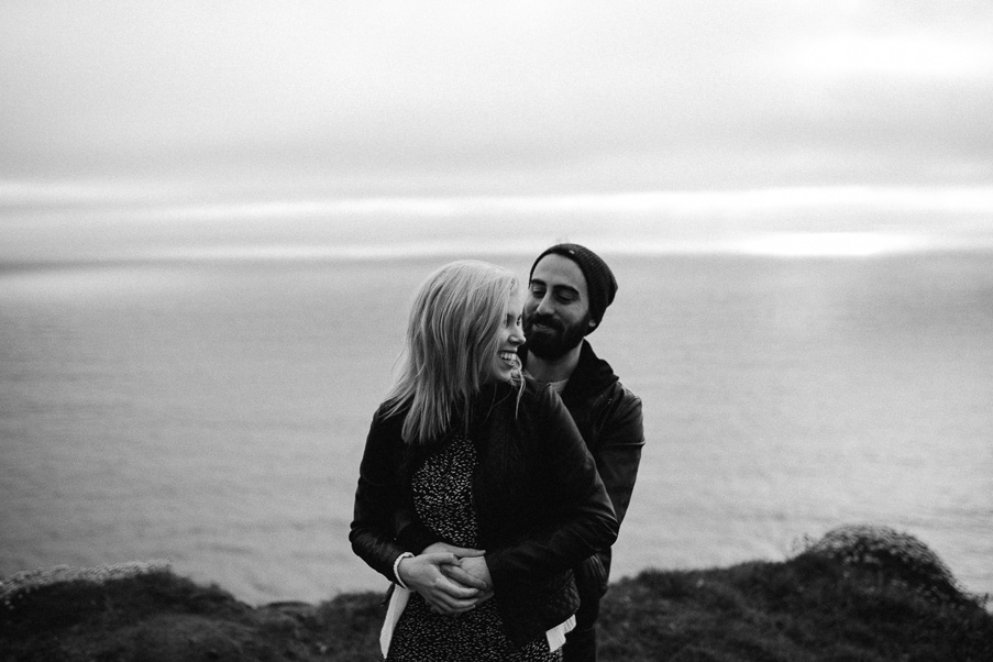 036-engaged-at-the-cliffs-of-moher