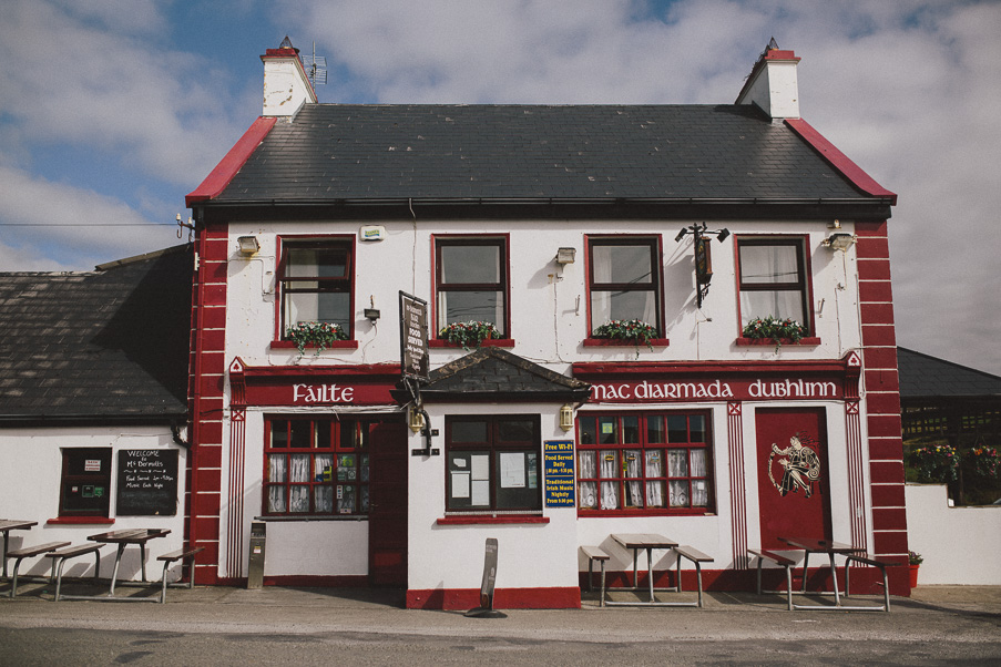 028-doolin-pub-photoshoot-couple