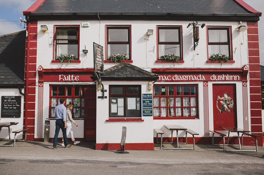 029-doolin-pub-photoshoot-couple
